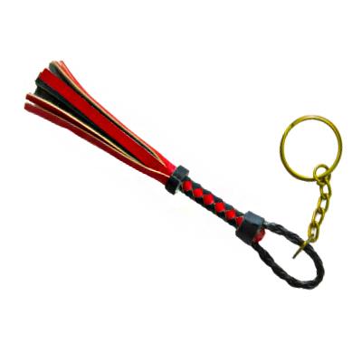 Llavero mini latigo color negro y rojo